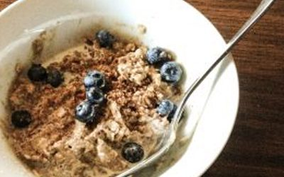 Instant oatmeal with blueberries